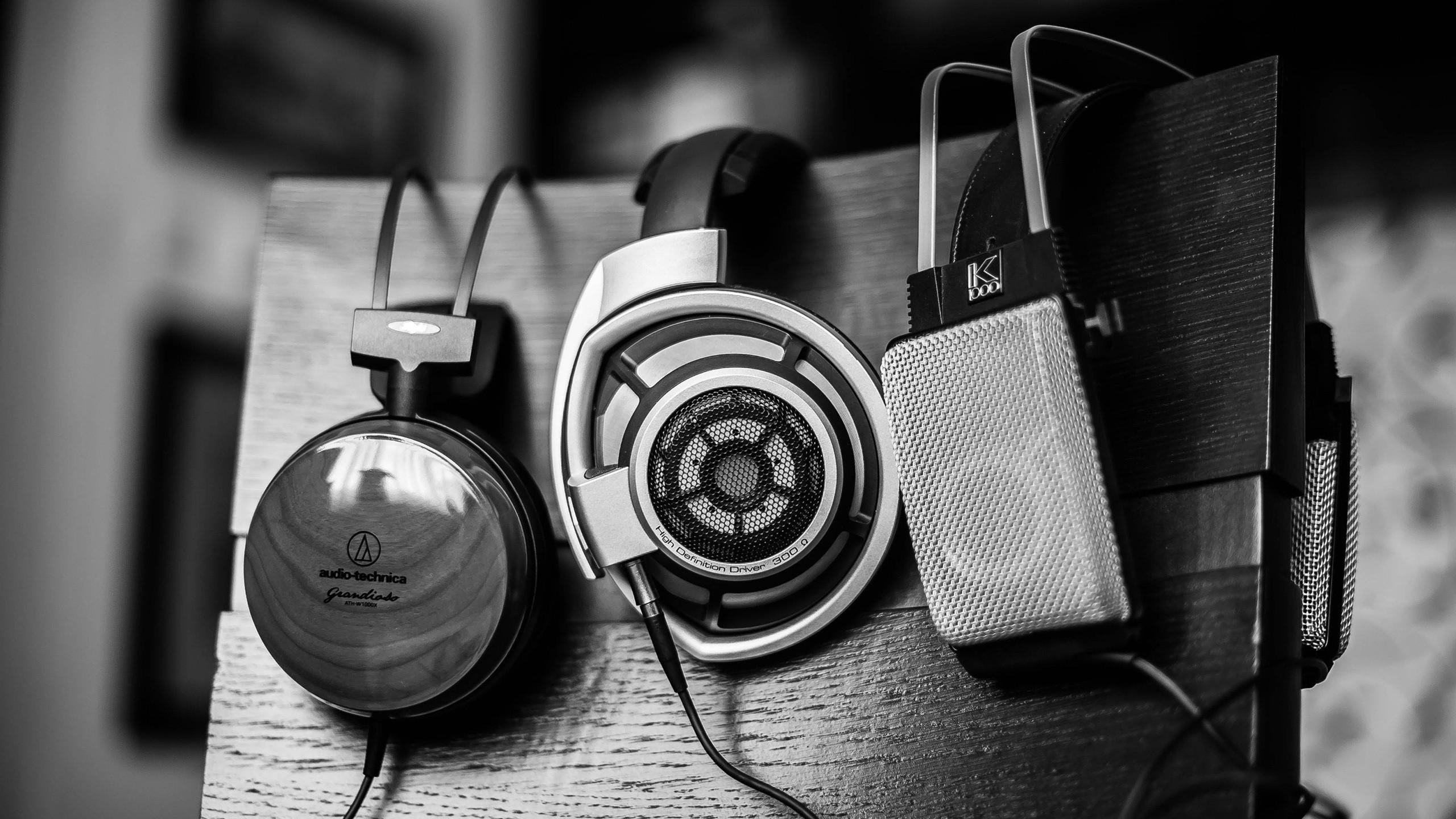 67703801-headphone-wallpaper
